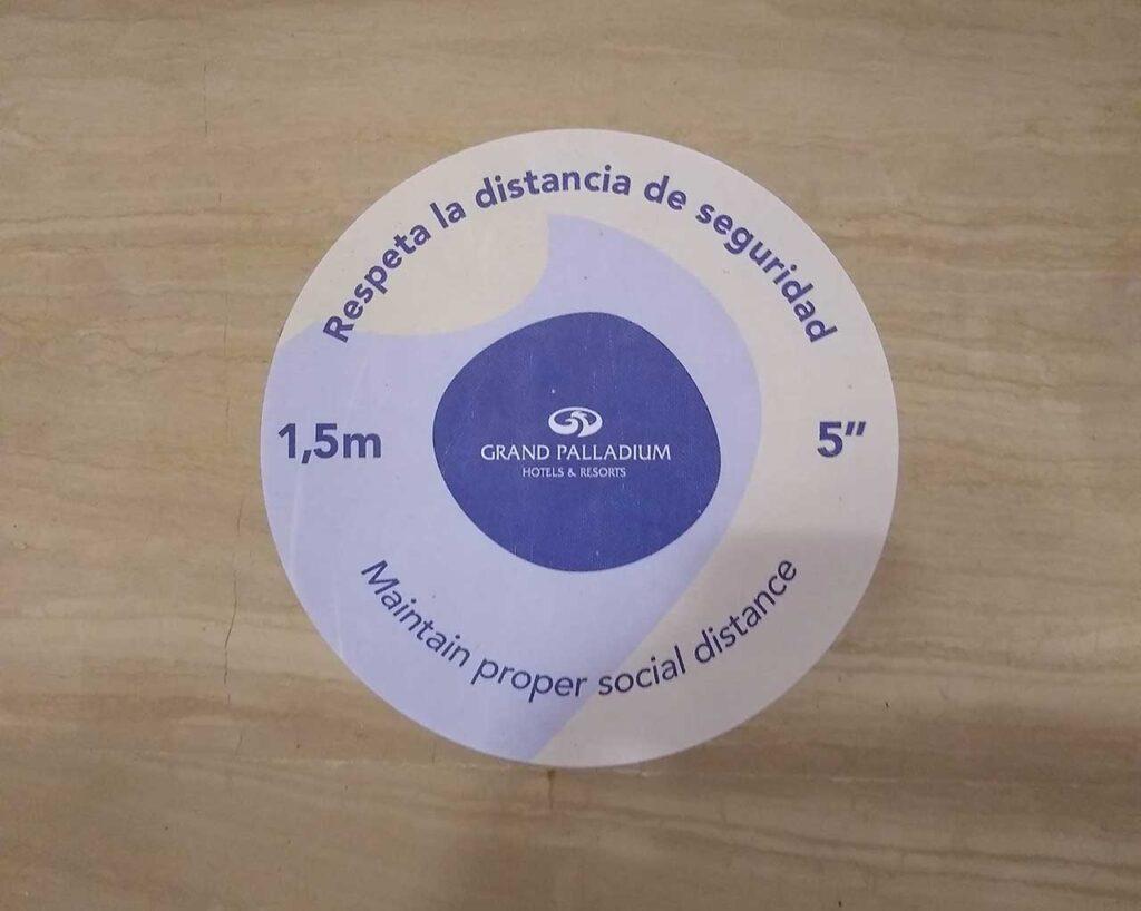 Respect the distance floor marking
